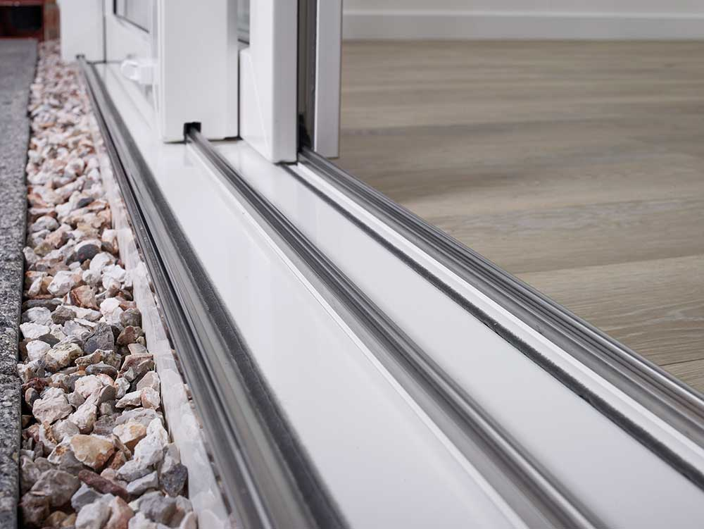 Agila-Sliding-Door-Step-Image